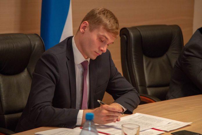 Валентин Коновалов продолжает раздувать штат чиновников